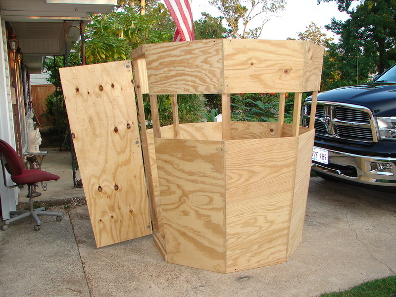 Hunting and fishing cubit building a blind that blends for Inside deer blind ideas
