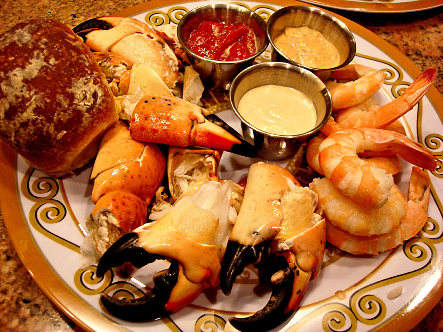 Stone crab claws in florida best crab for Garcia s seafood grille fish market miami fl